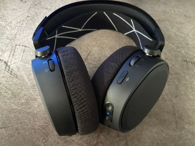 SteelSeries_Arctis_9_Wireless_buttons-720x540 SteelSeries Arctis 9 Wireless Gaming Headset Review | IGN