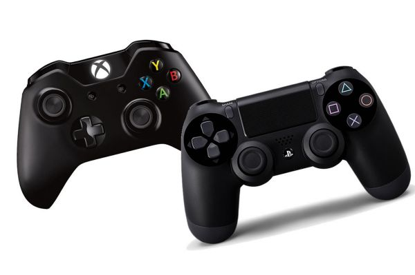 xbox-one-vs-ps4-controllers