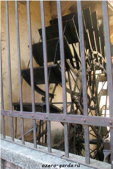 водная мельница фото
