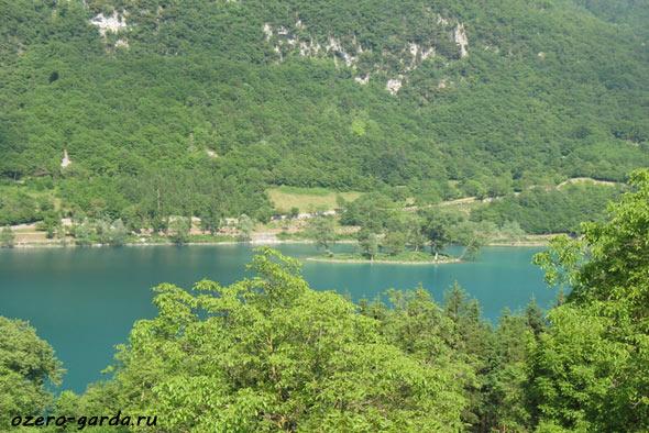 Озеро в Альпах фото