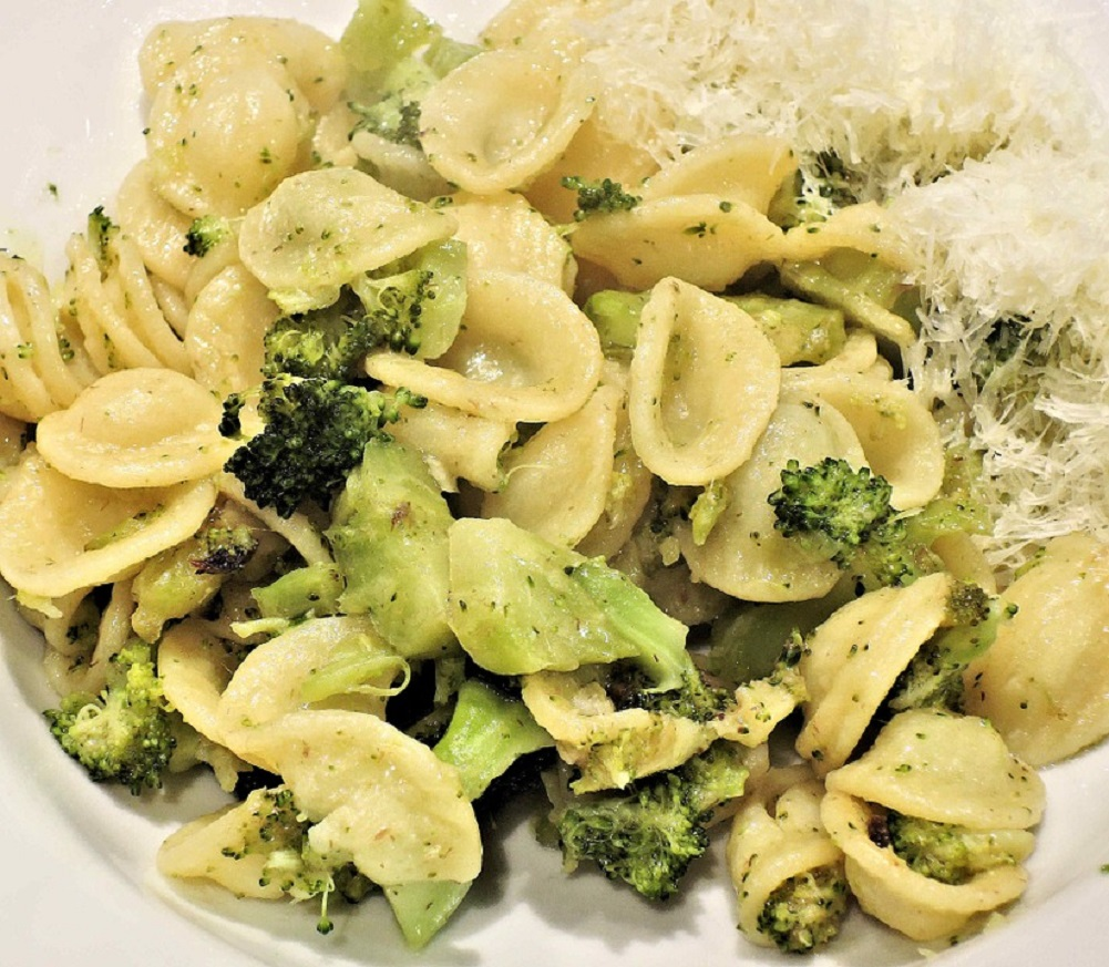 Salamlı Brokolili Papadella Makarna