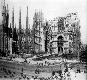 La Sagrada Familia en construcción, c. 1915