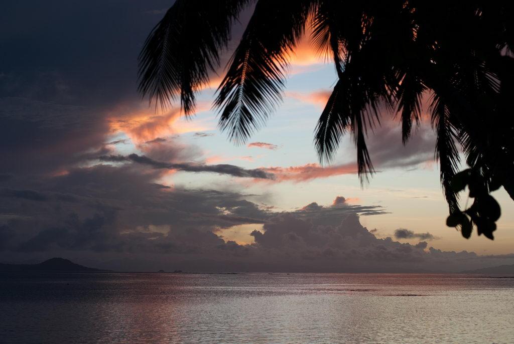 Sunset on Matangi. Ed Bierman, Flickr