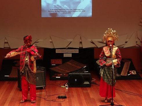 Menyelami Dunia Melayu