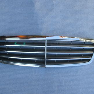 MERCEDES C Class C230 C320 CHROME GRILLE FACTORY OEM 2005 2006 2007 2038800223