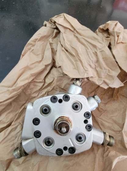 MERCEDES-BENZ 190E 2.3 BOSCH Fuel Distributor 0438101026