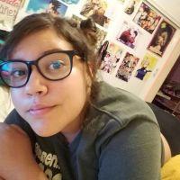 Evelyn tetona con lentes
