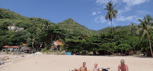 31/7 – Solen skiner på våran strand, och även i Mae Haad