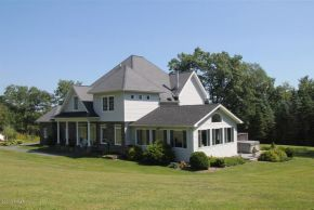 17 Cricket Hill Rd, Hawley, PA 18428