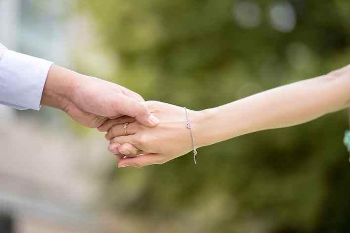 يد بيد ، حب ، يدا بيد ، قلب ، صور زفاف ، عيد الحب   Pikist