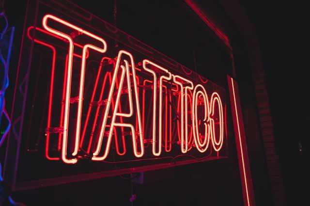 libre de regalías tatuaje de neón señalización fotos descarga ...