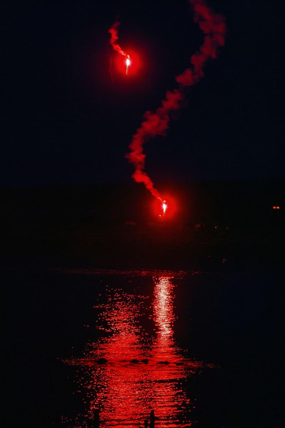 señal de supervivencia, rojo, bengalas, agua, peligro, destello, resplandor, luz, océano, cohete