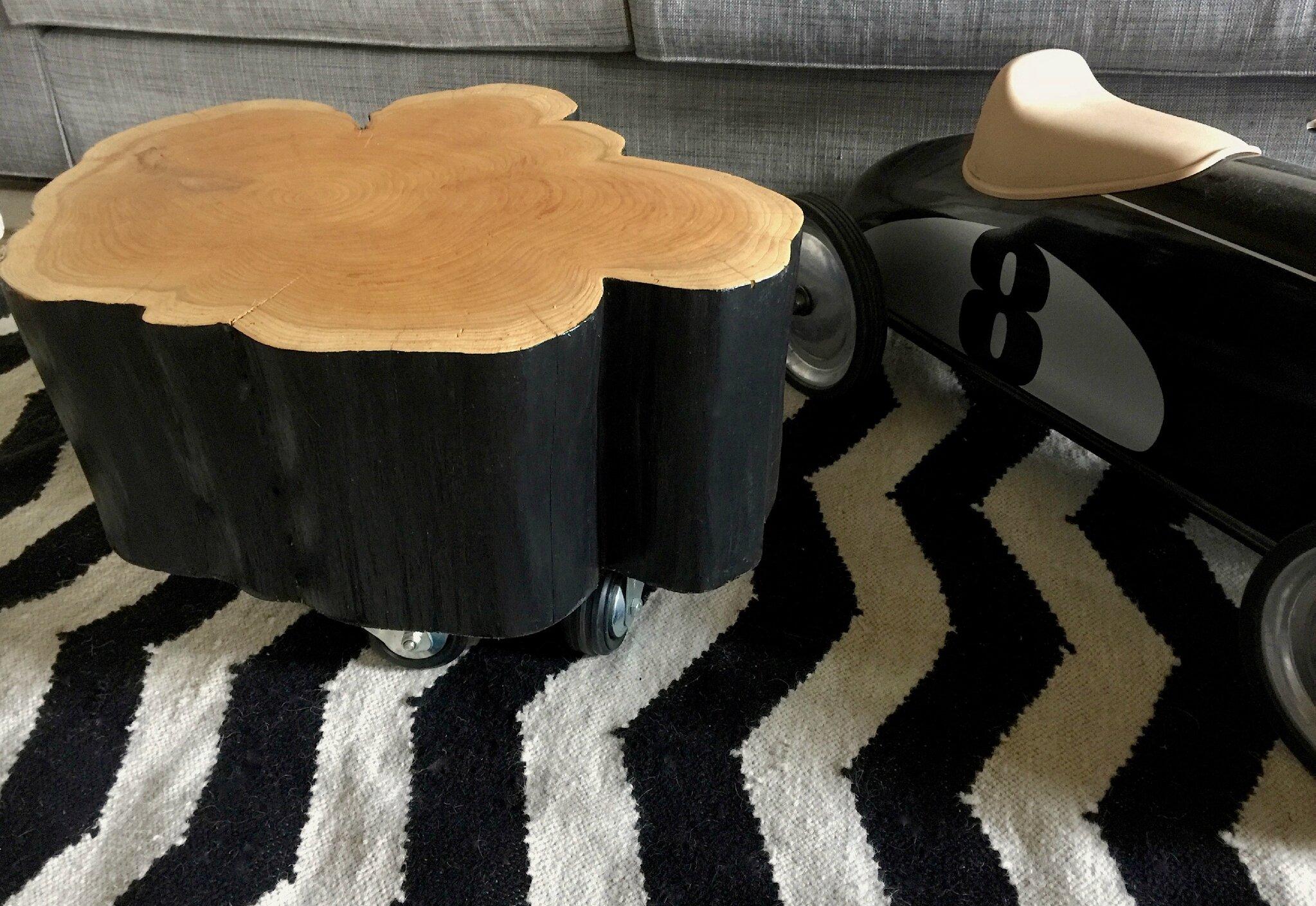 une petite table basse rondin de bois