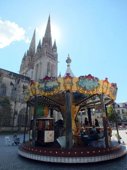 quimper-centre-ville-place-au-beurre-creperie-keltia-musique-cecile-corbel-harpe-marin-lhopiteau-faience-cathedrale-parc-retraite (16)