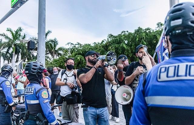 美國又要亂了?「驕傲男孩」不接受特朗普落敗,將在首都進行抗議