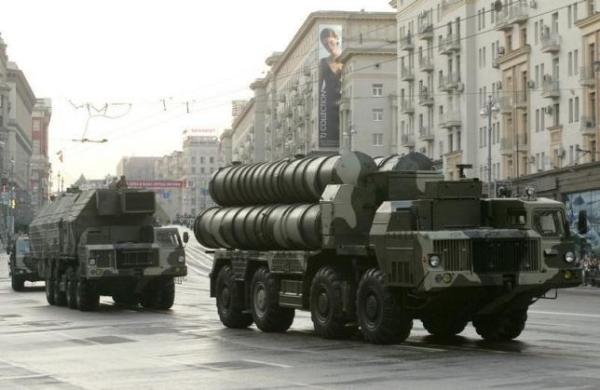 La Russie livre des missiles S-300 à l
