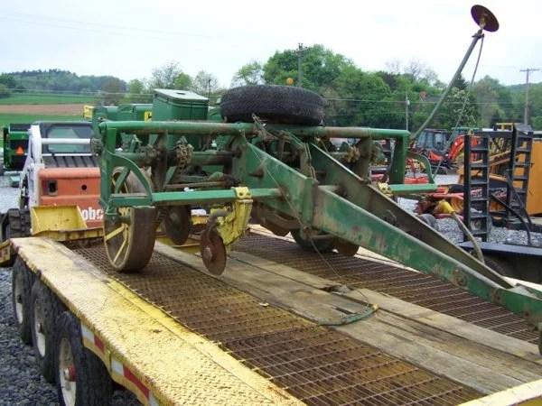 John Deere 1240 Corn Planter