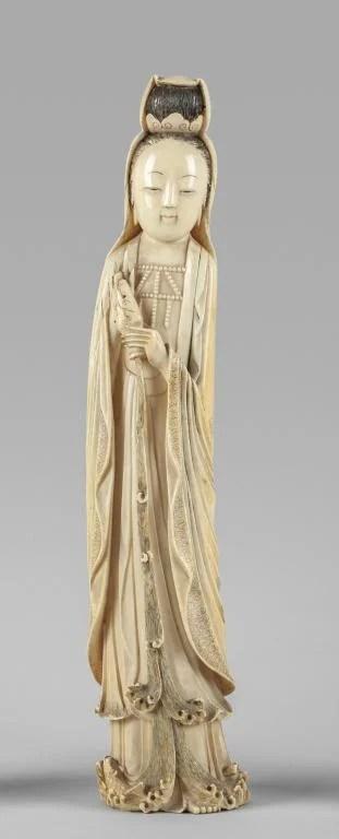 Figura femminile cinese in avorio scolpito,