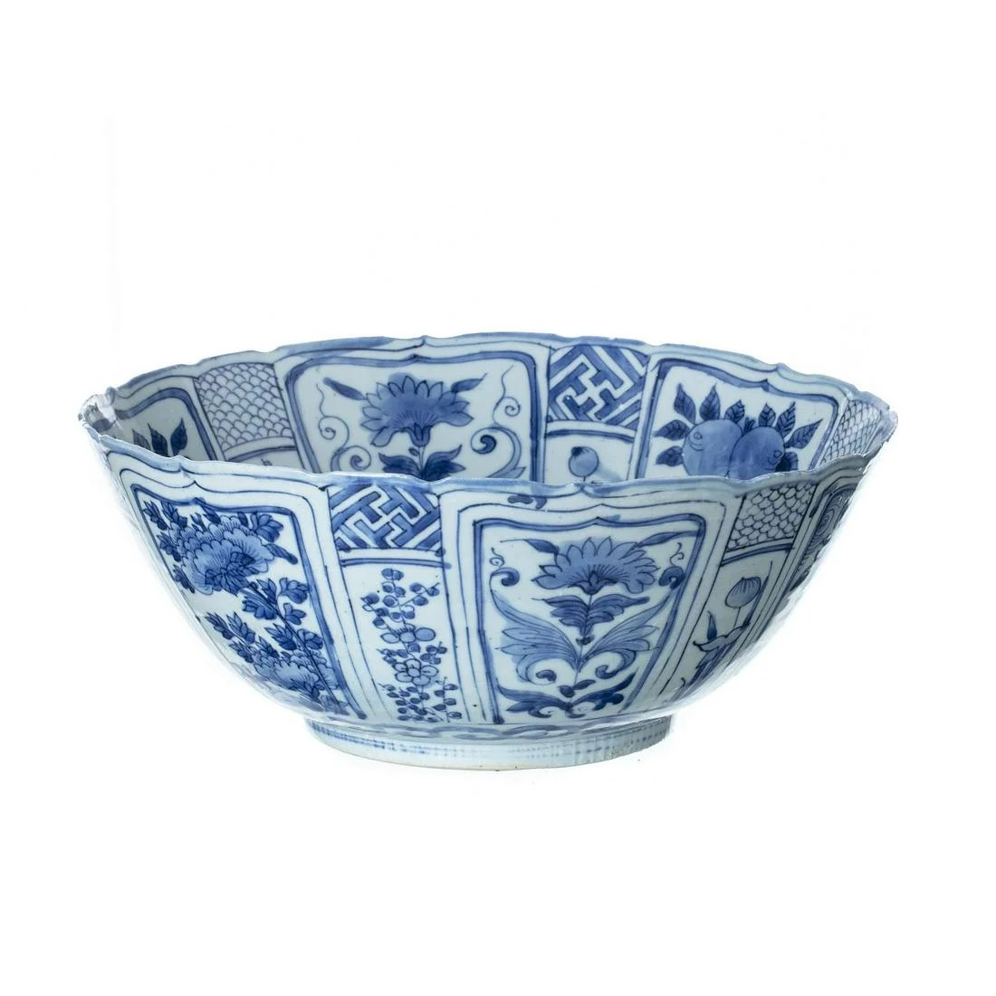Chinese porcelain punch bowl, Ming