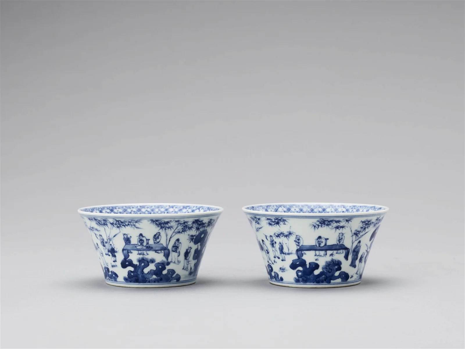 A PAIR OF BLUE AND WHITE PORCELAIN CUPS, REPUBLIC