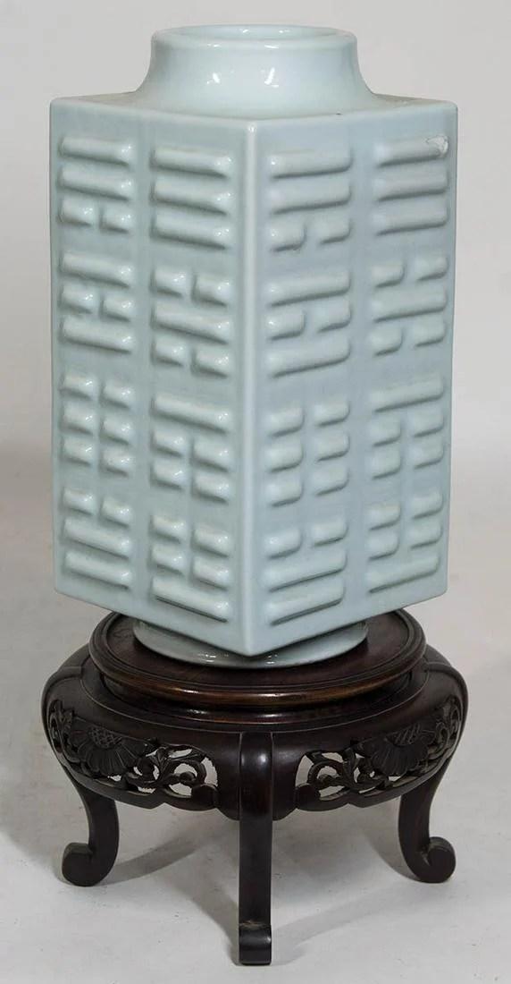 19TH C. CHINESE CELADON VASEVery fine porcelain K'u