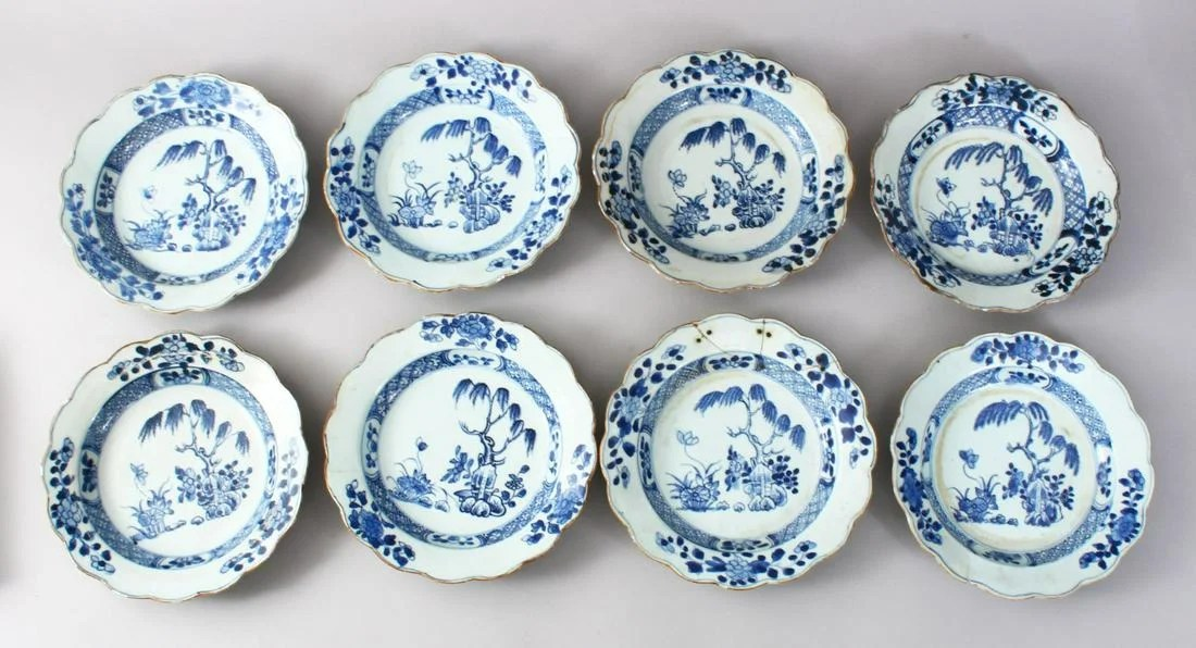 EIGHT 18TH CENTURY CHINESE BLUE & WHITE PORCELAIN