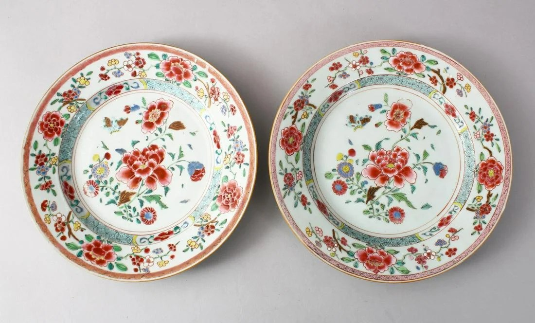 A GOOD PAIR OF 18TH CENTURY CHINESE FAMIlLE ROSE