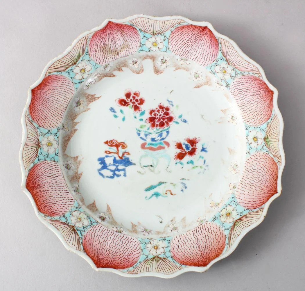 A GOOD CHINESE 18TH CENTURY FAMILLE ROSE PORCELAIN