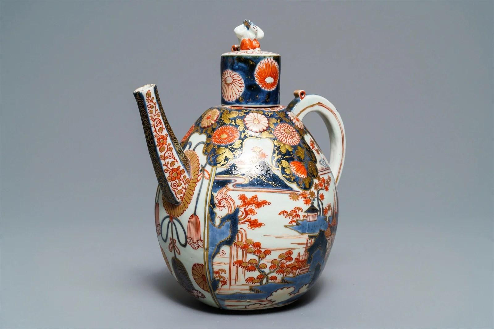 A large Japanese Imari jug and cover, Edo, 17th C.
