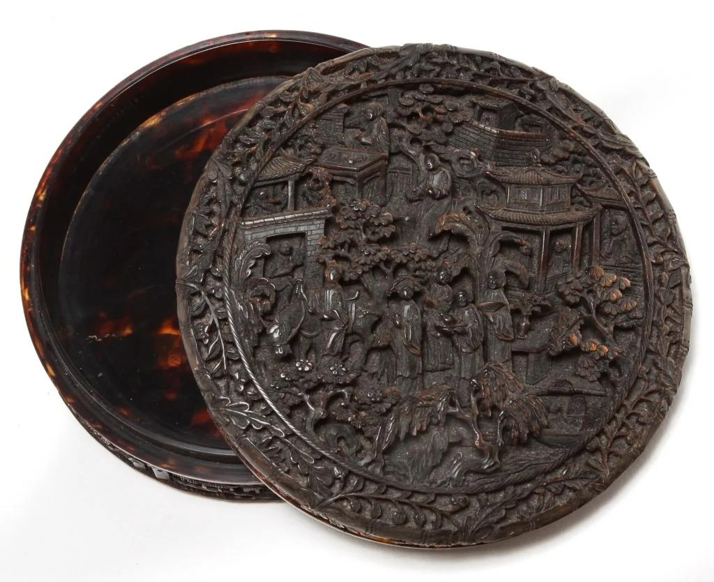CHINESE CARVED TORTOISE SHELL BOX.