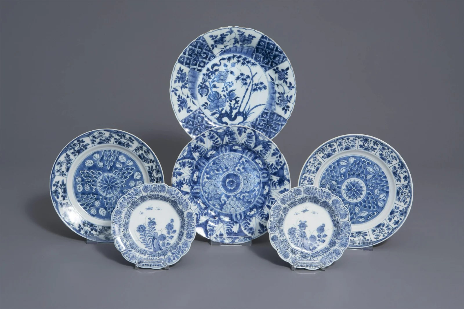 Six Chinese blue and white plates with floral design,