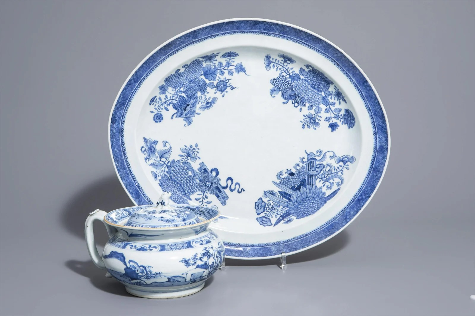 A Chinese blue and white chamber pot and an oval