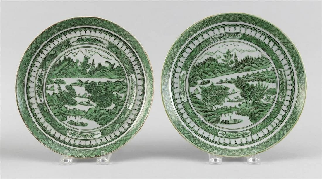 PAIR OF CHINESE EXPORT GREEN AND WHITE PORCELAIN PLATES
