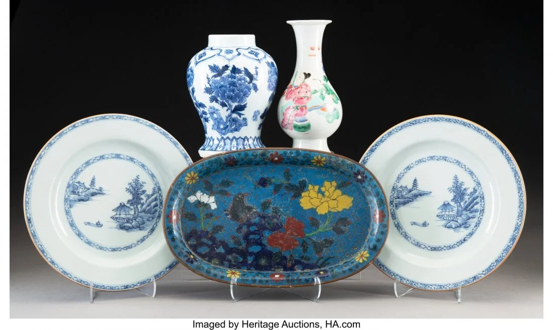 78140: A Group of Four Chinese Porcelain Pieces with a