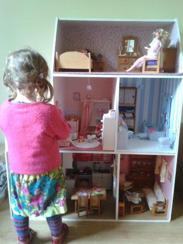 Maison De Barbie En Bois Le Bon Coin