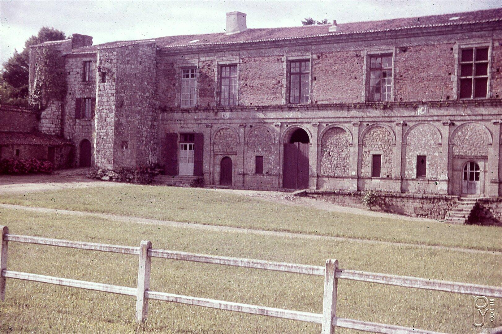 cree le 20 septembre 1978 dans le cadre de l association pour la mise en valeur du chateau et du pays du puy du fou le club historique et archeologique