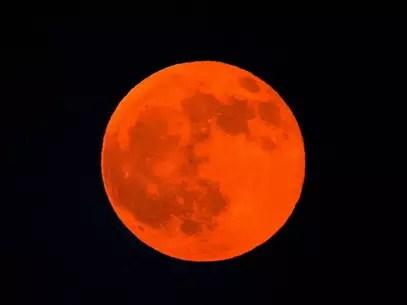 Un eclipse lunar ocurre cuando la Tierra se posiciona entre el Sol y la Luna. Foto: Getty Images