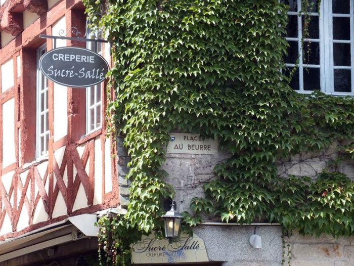 quimper-centre-ville-place-au-beurre-creperie-keltia-musique-cecile-corbel-harpe-marin-lhopiteau-faience-cathedrale-parc-retraite (10)