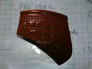 Entre as descobertas, há fragmentos de cerâmica decorada vinda da atual Espanha Foto: Jair Rattner / BBCBrasil.com