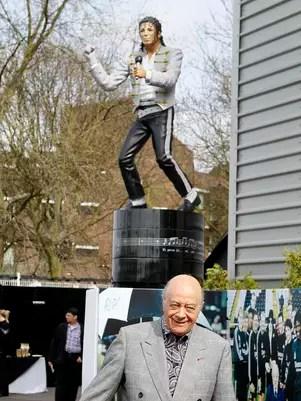 Estátua de Michael Jackson foi inaugurada em 2011 para homenagear cantor morto em 2009 Foto: AP