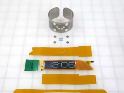 CST-01 é mais fino do que um cartão de crédito Foto: Divulgação