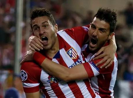 Koke e David Villa comemoram gol do Barcelona  Foto: Reuters