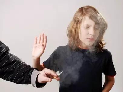 Os efeitos do fumo passivo são ainda piores em crianças Foto: Shutterstock