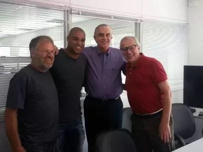 Adriano se reuniu com ditetoria do Atlético-PR em tom amistoso, antes da assinatura do contrato com o clube paranaense Foto: PGTM Comunicação - Especial para o Terra