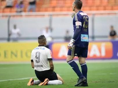 Corinthians tinha vantagem no placar, mas Palmeiras empatou no fim Foto: Ricardo Matsukawa / Terra