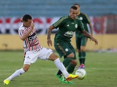 Volante França foi titular pelo Palmeiras Foto: Célio Messias / Gazeta Press