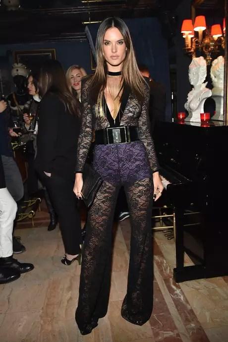 A modelo brasileira Alessandra Ambrosio deixou a passarela da Balmain direto para festa da grife em Paris