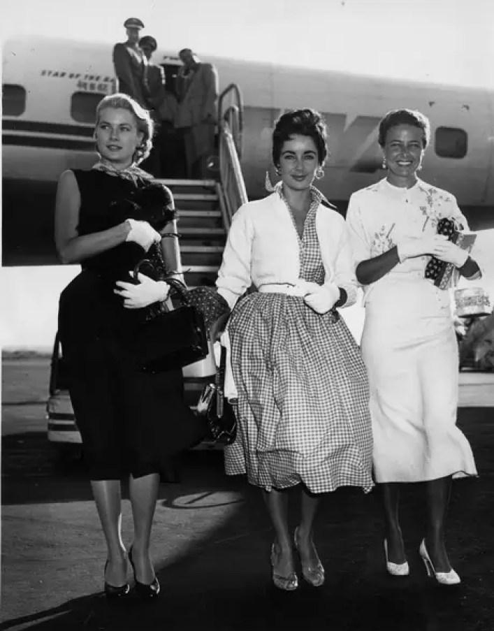 Grace Kelly al lado de Liz Taylor en 1955.