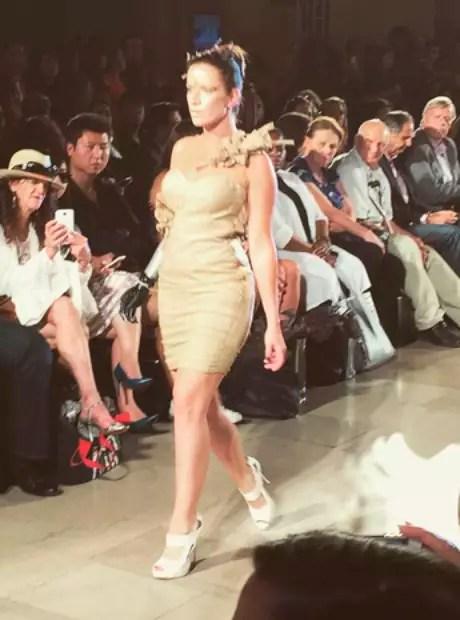 A modelo Rebekah Marine em sua segunda entrada para a grife Anna's Loud