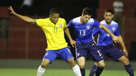 Palmeirense Gabriel Jesus foi titular em vitória da Seleção